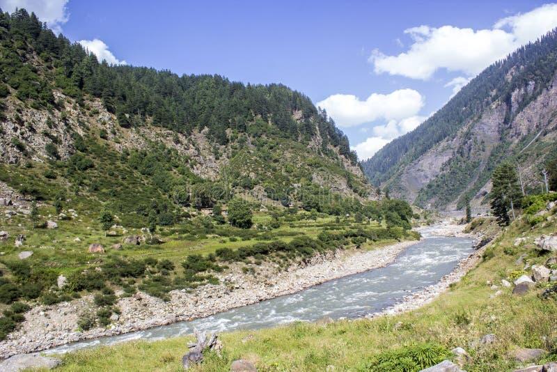 强大河kunhar在Kaghan谷 库存图片