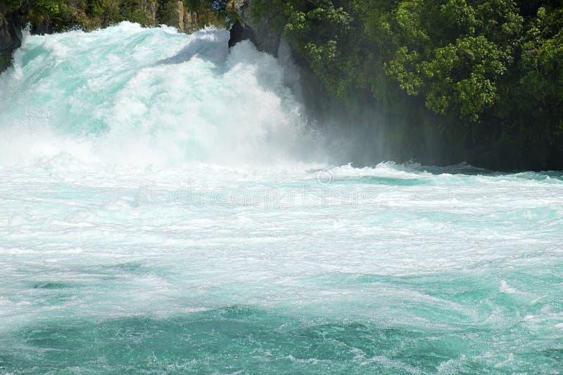 强有力地落下在Huka的清楚的蓝色怀卡托河水落陶波新西兰NZ 库存照片
