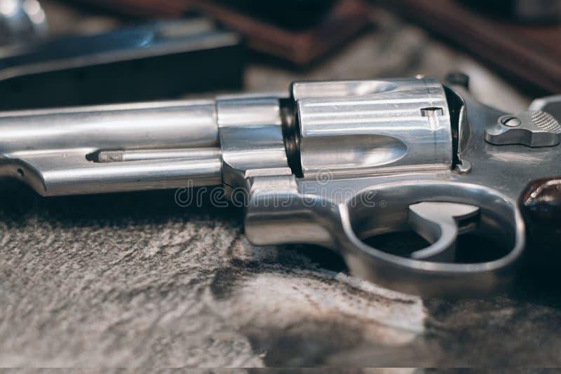 强有力的手枪特写镜头  手枪左轮手枪手枪 免版税库存照片