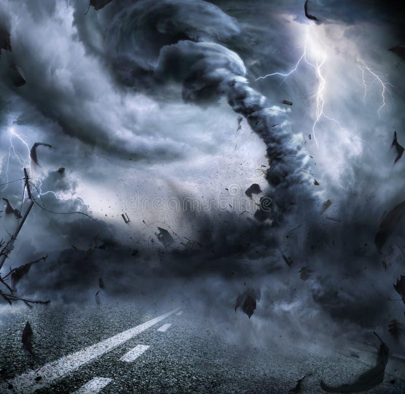 强有力的龙卷风-剧烈的破坏 免版税库存图片