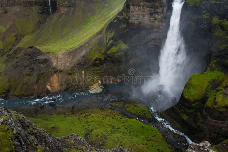 强有力的Haifoss瀑布 免版税库存照片