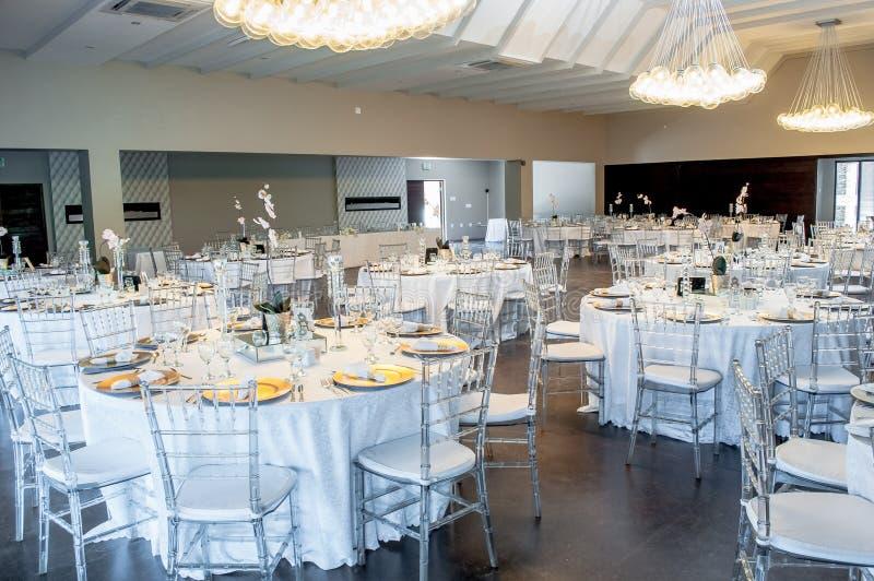 强调色接收样式紫罗兰色婚礼 免版税图库摄影