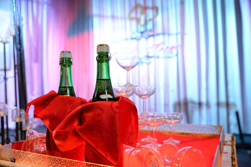强调色接收样式紫罗兰色婚礼 库存图片