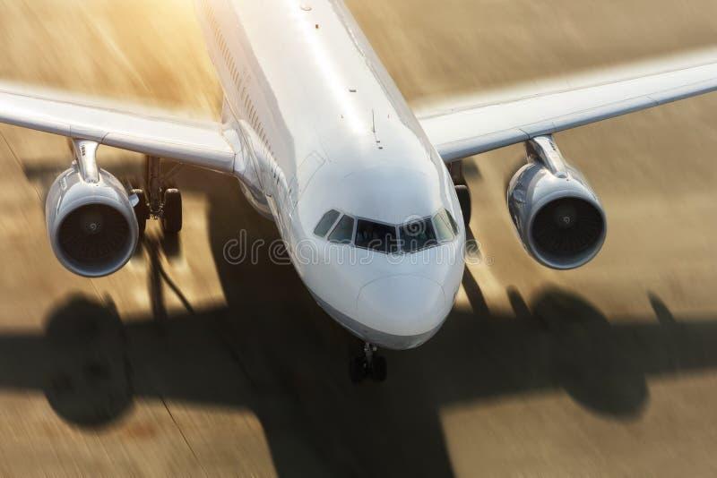 强迫在跑道的商用喷气客机细节 库存图片