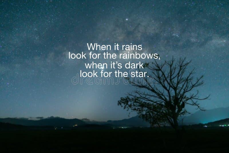 当下雨时,寻找彩虹,当这是黑暗寻找星时 库存例证