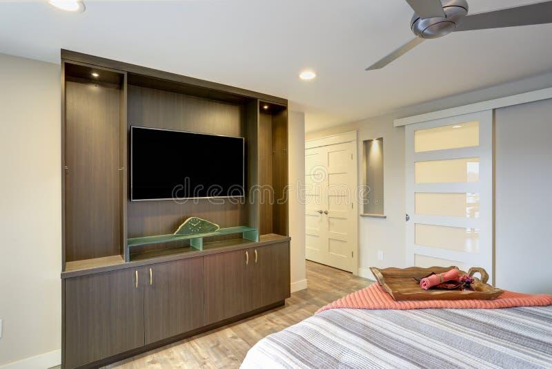 当代公寓房家卧室内部 免版税库存图片