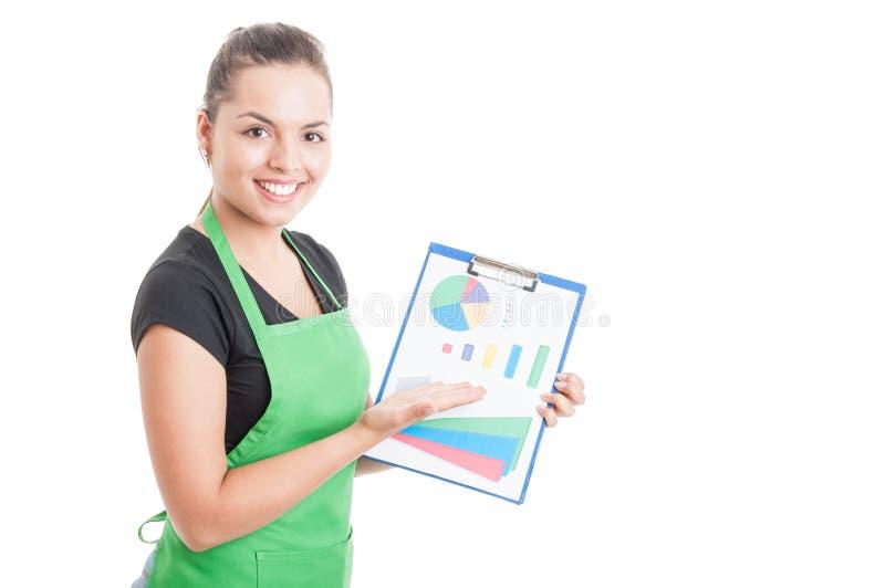 当前剪贴板的快乐的女性雇员 库存图片