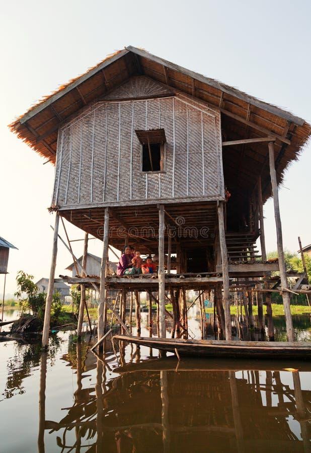 当地人在Inle湖,缅甸 免版税图库摄影