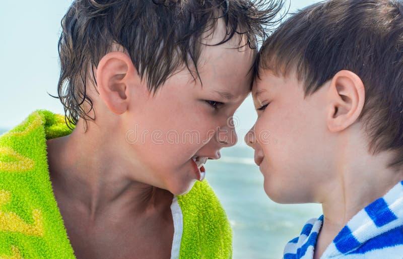 当地兄弟争吵和恼怒, 免版税库存图片