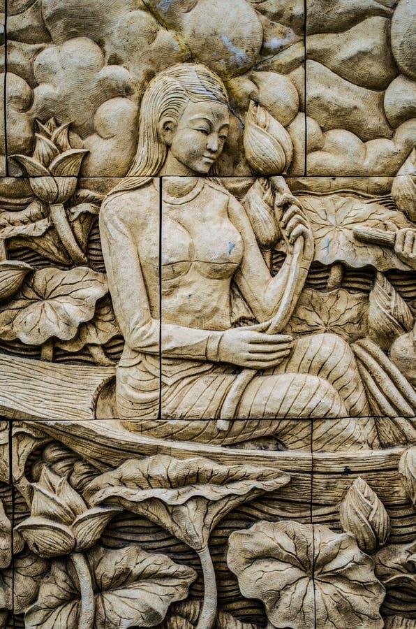 当地在寺庙墙壁上的文化泰国灰泥 库存图片