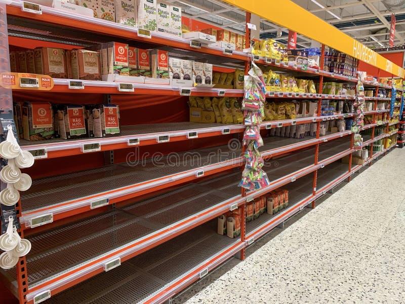 当地超市里空架子 免版税库存图片
