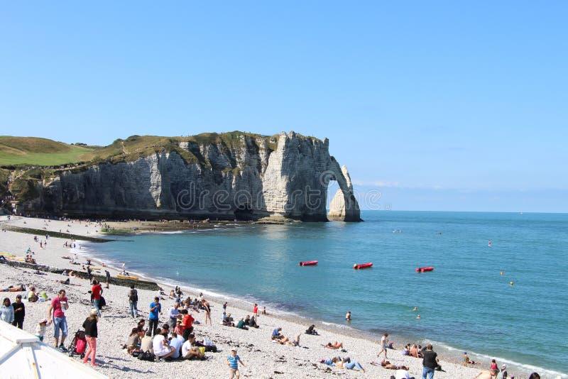 当然夏天是去与我喜欢的人的海滩 免版税图库摄影