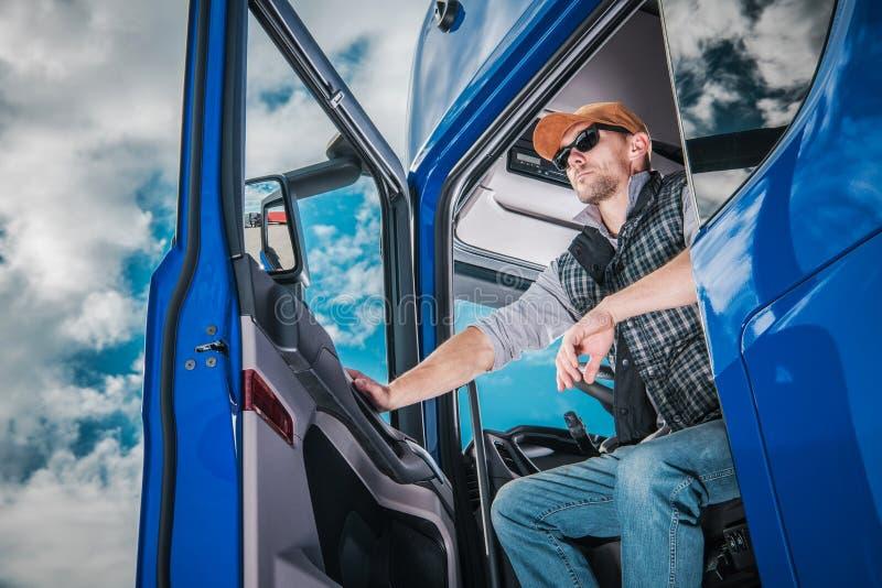 当班赞成的卡车司机 免版税库存图片
