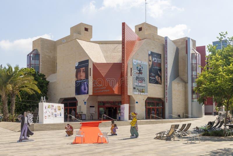当代剧院街道和房子在特拉维夫 免版税图库摄影