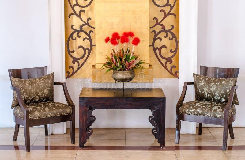 当代家具旅馆内部的等待的大厅 免版税库存照片