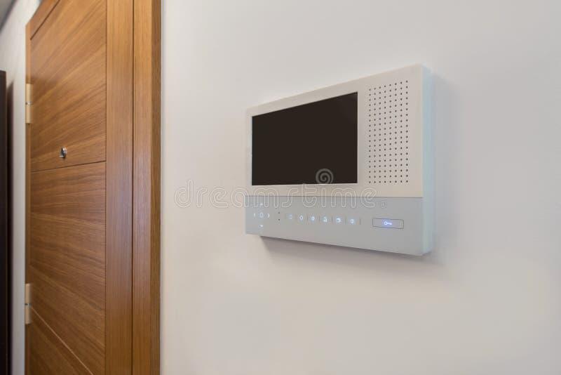 录影对讲机,在现代公寓的保安系统安全 免版税库存照片