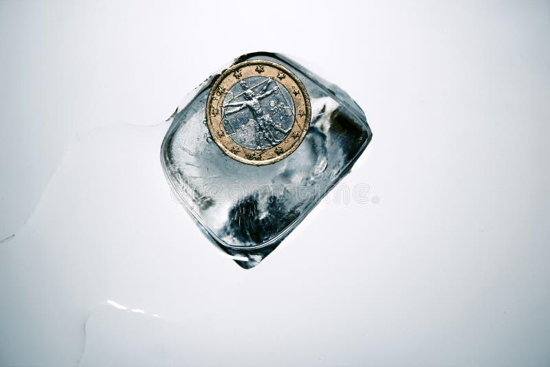 录影:一枚欧洲硬币的文西Vitruvian人在冰 库存图片