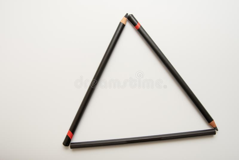 形成三角的三支黑铅笔 免版税库存照片
