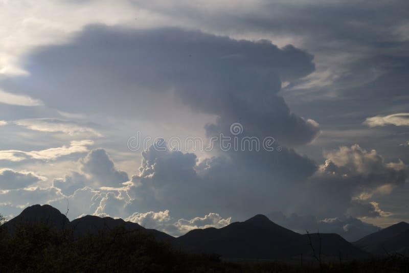 形成在风暴前面的485朵云彩 库存照片