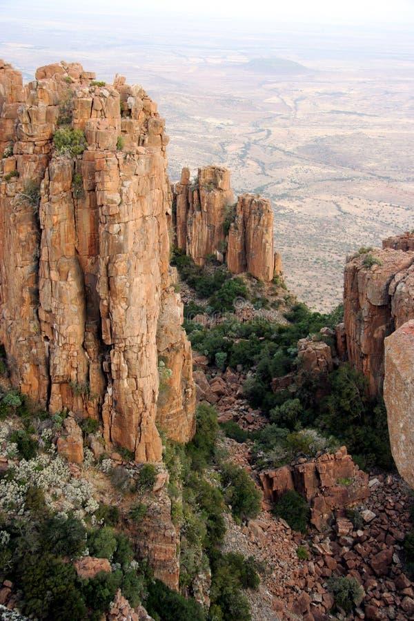 形成岩石谷