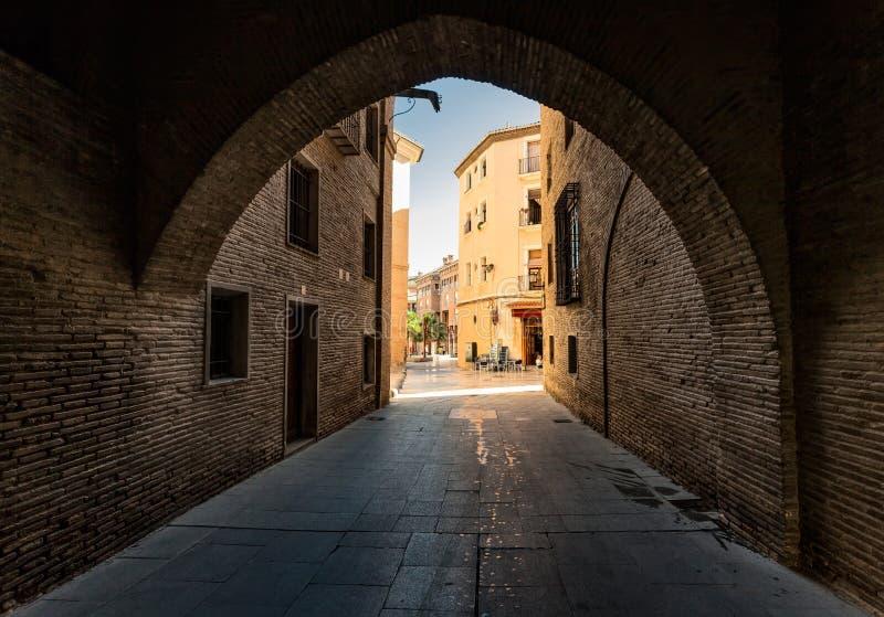 形成弧光的 星期日 日 西班牙 免版税库存照片