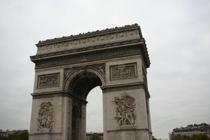 形成弧光Triomphe,凯旋门de l Etoile,巴黎 免版税库存图片