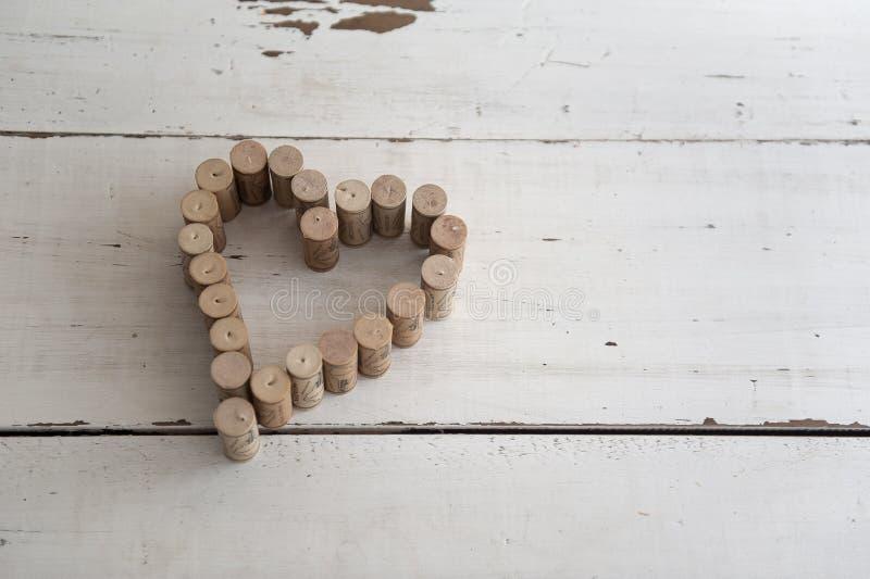形成心脏形状的酒黄柏 图库摄影