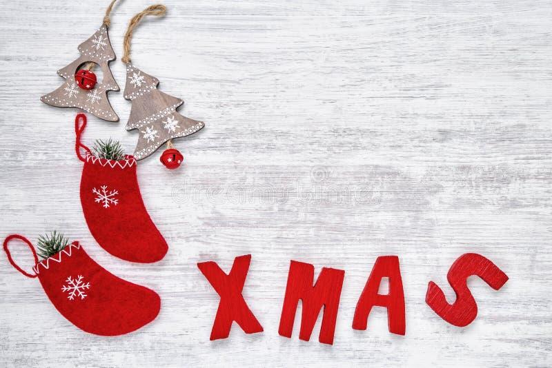 形成词XMAS的圣诞节装饰品和红色木信件 Co 图库摄影