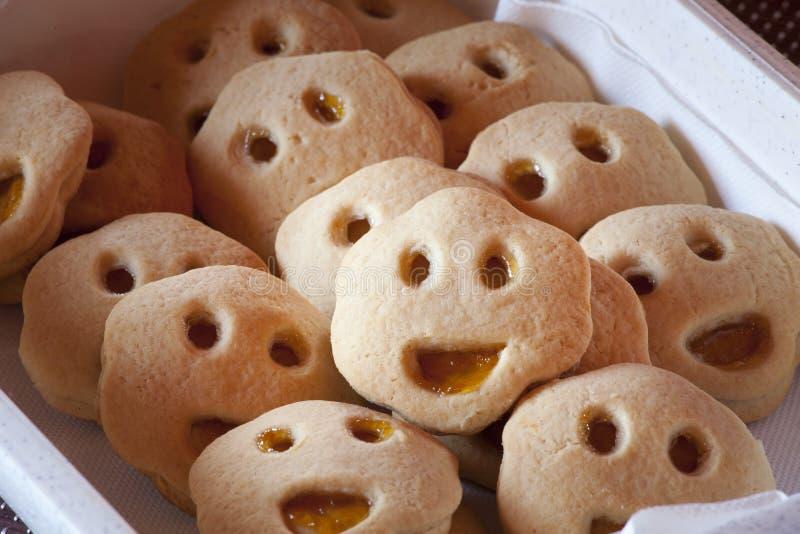 形状的曲奇饼微笑的面孔 微笑饼干用果酱 免版税库存图片