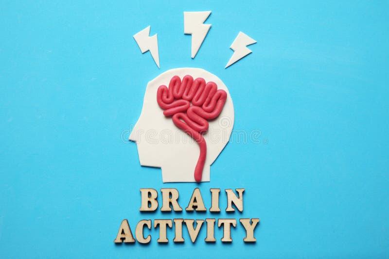 彩色塑泥头和头脑 抽象心理学 未来人工机器 免版税库存图片
