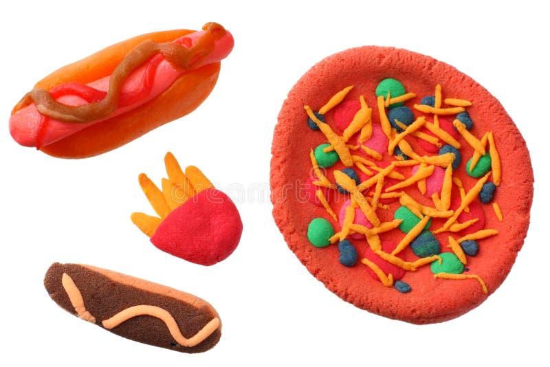 彩色塑泥热狗,比萨,在白色背景隔绝的薯条 塑造黏土 免版税库存照片