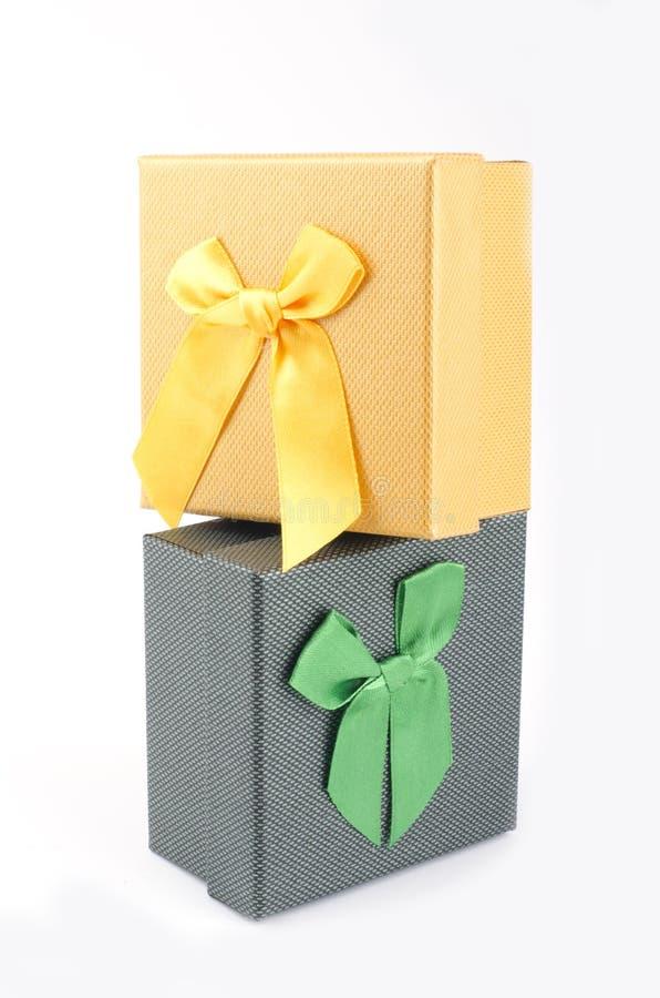 彩色礼盒白色背景 免版税库存照片