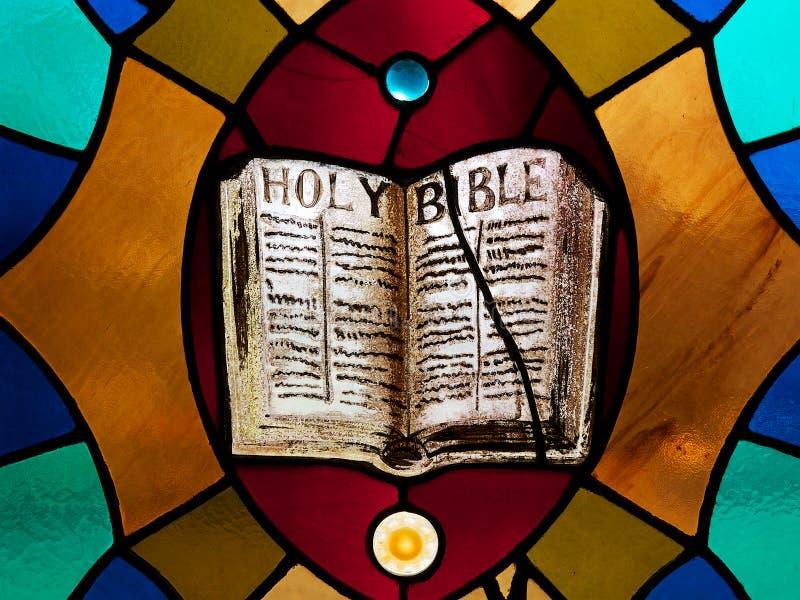 彩色玻璃圣经 库存照片