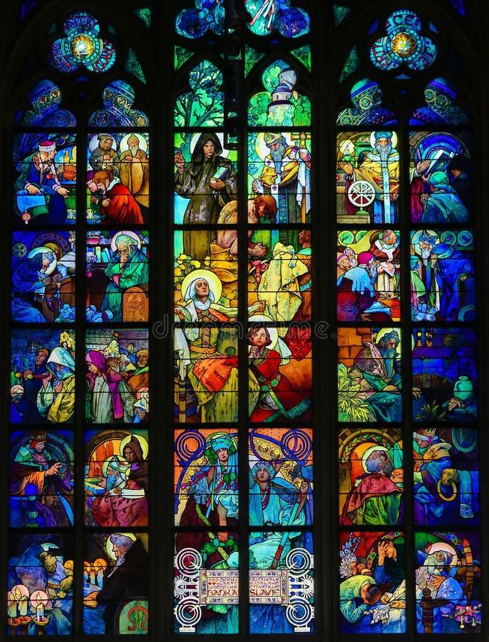 彩色玻璃在布拉格大教堂里阿尔丰斯・慕夏 免版税图库摄影