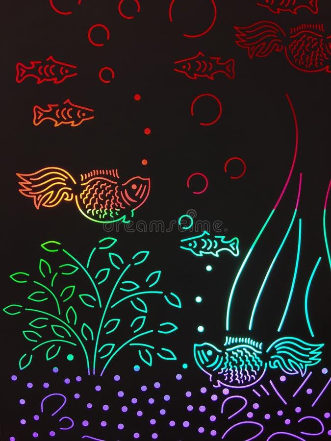 从彩色玻璃的五颜六色的鱼水族馆 免版税库存照片