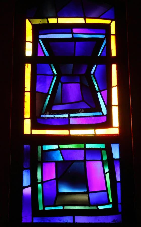彩色玻璃窗在通告Nazarerth的教会里 免版税库存照片