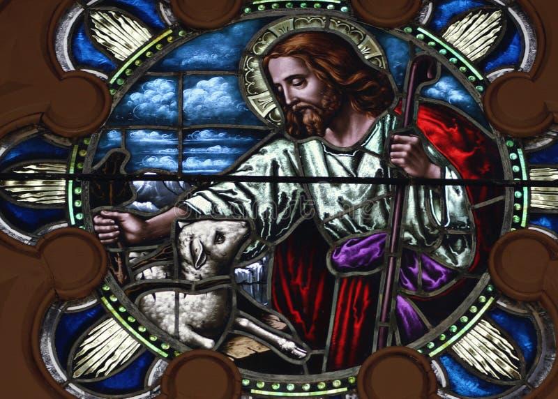 彩色玻璃艺术;基督和羊羔 库存图片