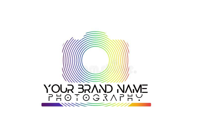 彩虹在白色背景的照相机商标 皇族释放例证