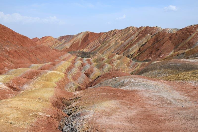 彩虹山五颜六色的风景在张掖丹霞全国geopark,甘肃,中国的 库存照片