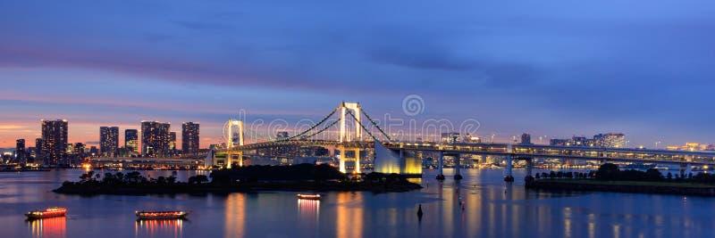 彩虹桥梁在晚上,东京,日本 库存照片