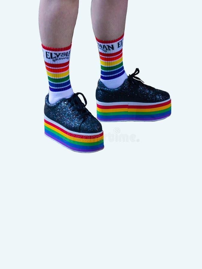 彩虹鞋子LGBTQ在白色背景隔绝了 免版税图库摄影