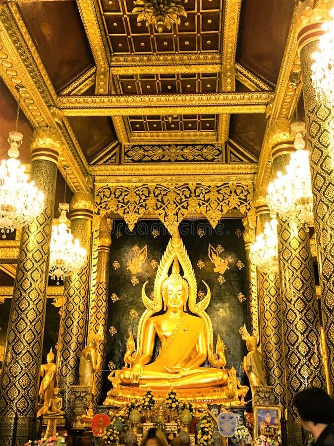 彭世洛,泰国- 2018 5月11:在古庙Phra Phuttha Chinarat的菩萨雕象在彭世洛府,泰国 库存图片
