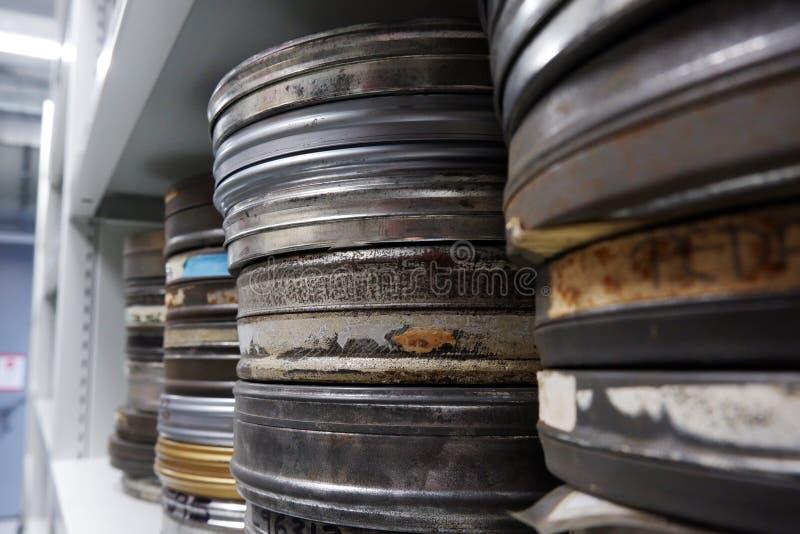 影片老卷轴在银色罐头的 图库摄影