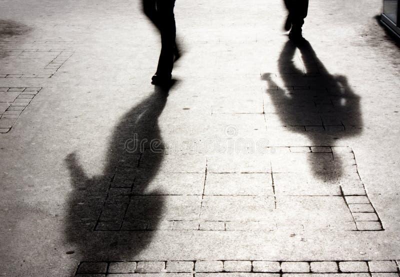 阴影的二人在patterened边路 库存照片