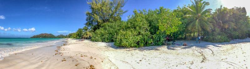 彻特d'Or海滩在普拉兰岛,塞舌尔群岛全景 免版税库存照片