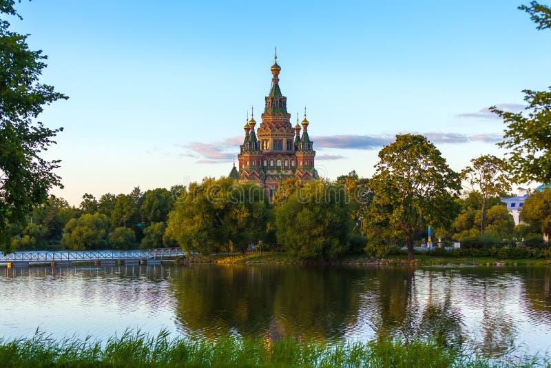 彼得保罗大教堂在Petergof,圣彼德堡,俄罗斯 库存图片