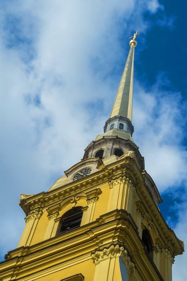 彼得和保罗堡垒的钟楼 库存照片
