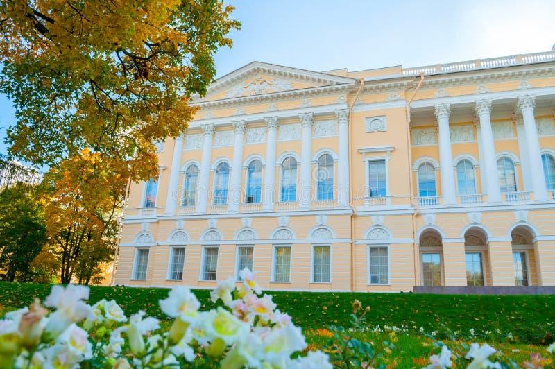 彼得斯堡俄国st Michaels宫殿的北边,修造圣彼德堡状态俄国博物馆  免版税图库摄影