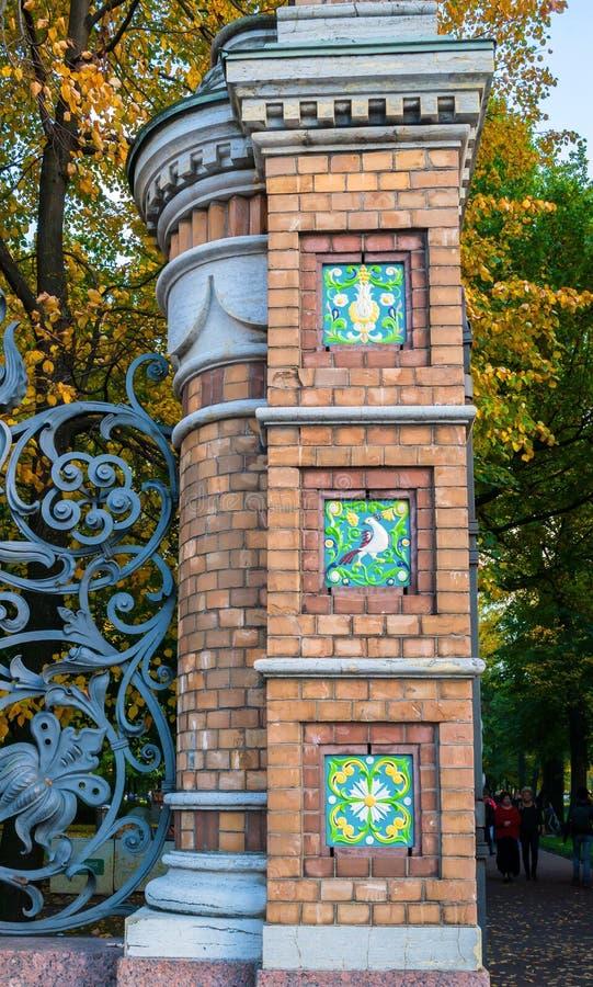 彼得斯堡俄国st Michaels庭院的篱芭在圣彼德堡,俄罗斯 库存照片