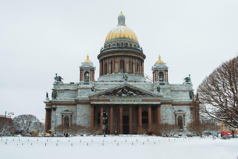 彼得斯堡圣徒 大教堂isaac s圣徒 圣彼德堡博物馆  冬天 俄国 俄国城市建筑学  免版税库存图片